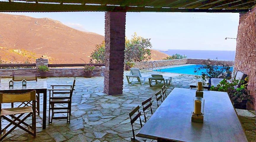 Andros Villa with pool: Agios Petros-Andros