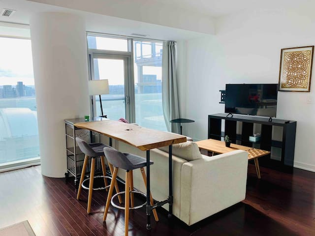 *RARE View* Luxury 43rd Floor Oasis in Downtown