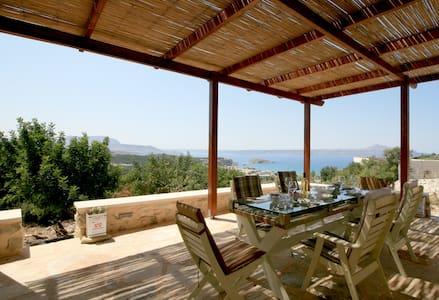 La villa Mirto e una casa di pietra, tradizionale!