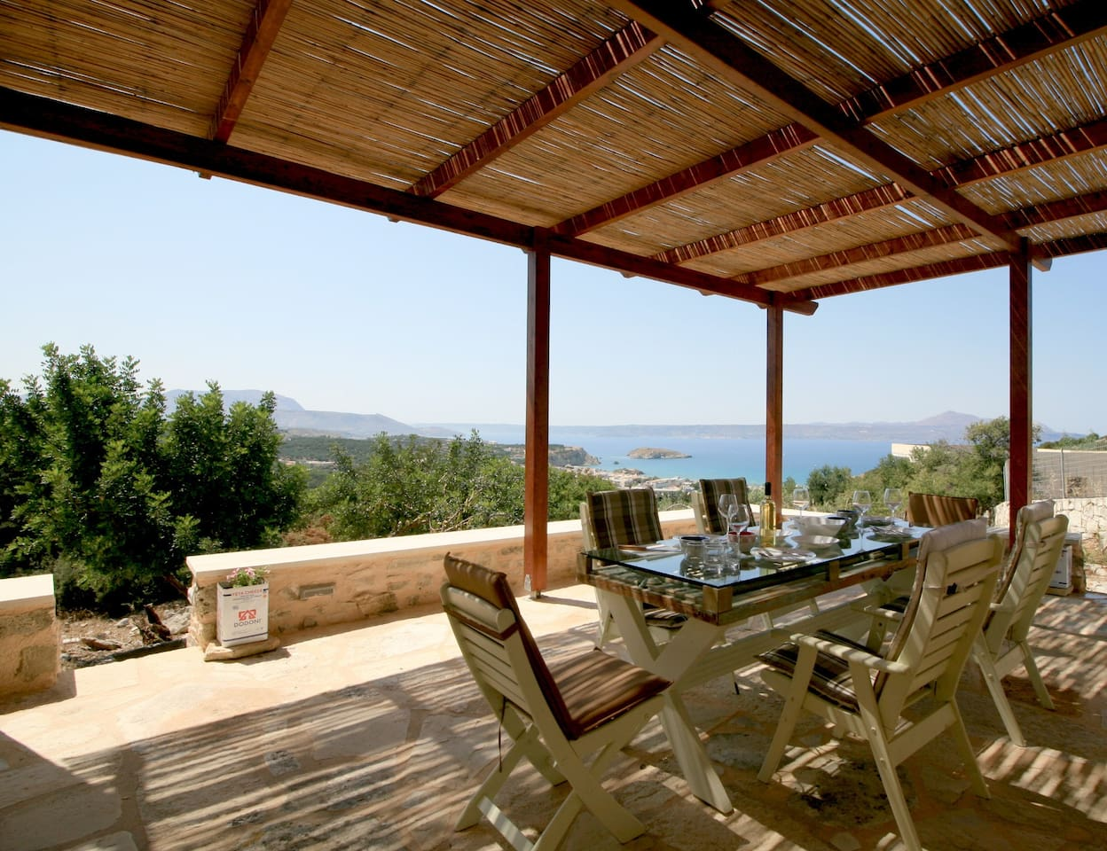 Breathtaking View of Souda Bay - Walking Distance to the Beach and Quite-Privacy of the House