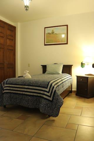 Habitación en Hotel con cama Individial