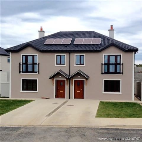 Modern house on outskirts of town - Wexford - Lejlighed