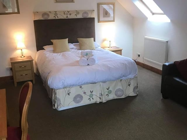 Family ensuite room in Ashbourne