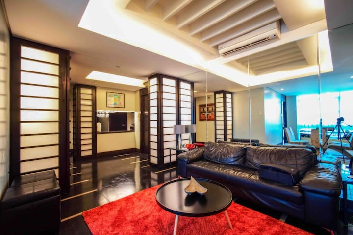 (A) 3BR/3T&B in BGC max of 8 Guests w/ 50mbps WiFi