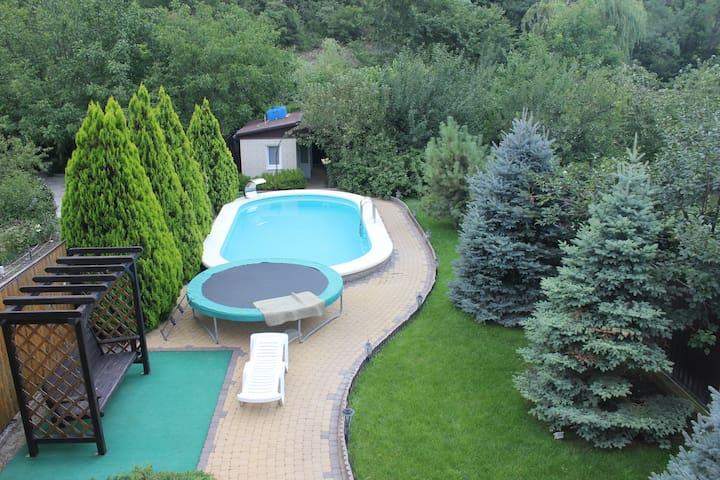 Комната №2 в доме с бассейном (500 м до моря)