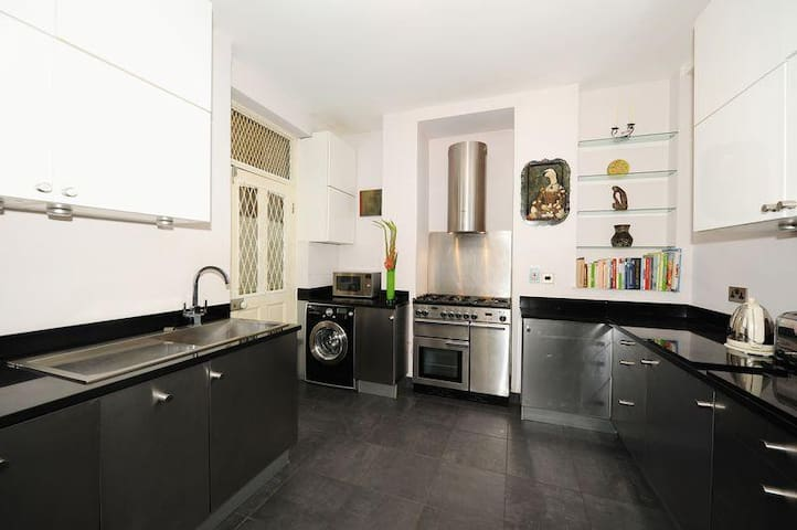 Kitchen: Includes dishwasher, washing machine and usual mod-cons.