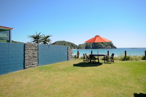 Cedar Stone Lodge Matapouri waterfront Flat 2