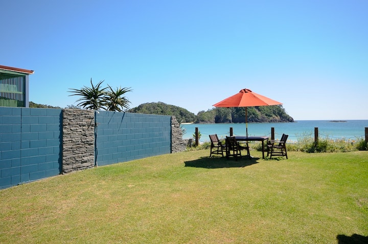 Cedar Stone Lodge Matapouri waterfront Flat 2
