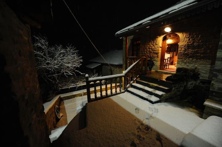 Το σπίτι στο βουνό - Syrrako - 一軒家