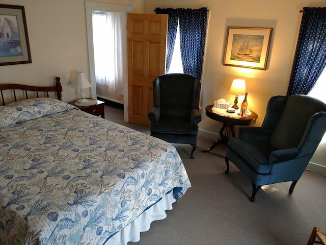 Starboard Watch Inn - Schooner Room