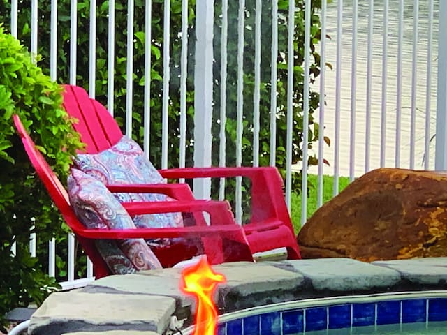 Additional sitting in the resort style pool area