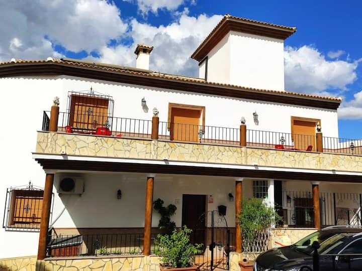 Casa amplia con terraza en La Viñuela