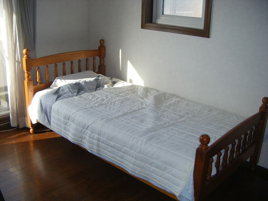 Guest Room 2 (洋室大)