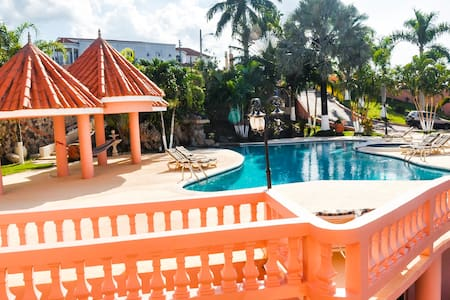 Luxury Villa 1 bed / Private, Full Kitchen, Pool - Tower Isle - Villa