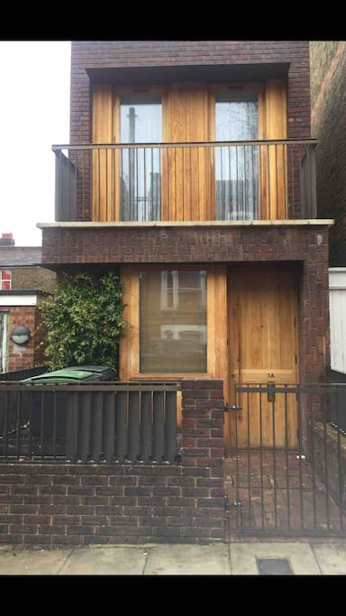 Stylish detached house, just off Green Lanes high road.