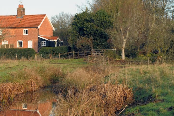 Lavender Cottage, off the beaten track in Suffolk