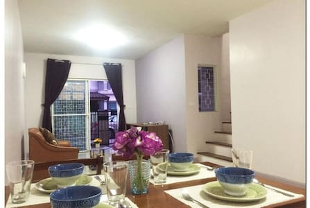 **Great price @House 2 bedrooms 15min from airport - Řadový dům