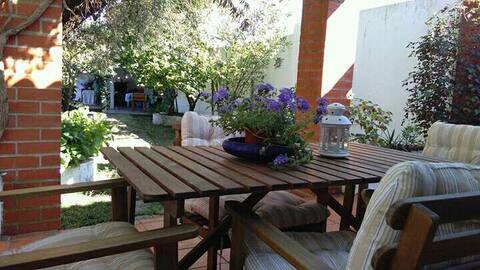 House in the Garden/Casa da Caldeira