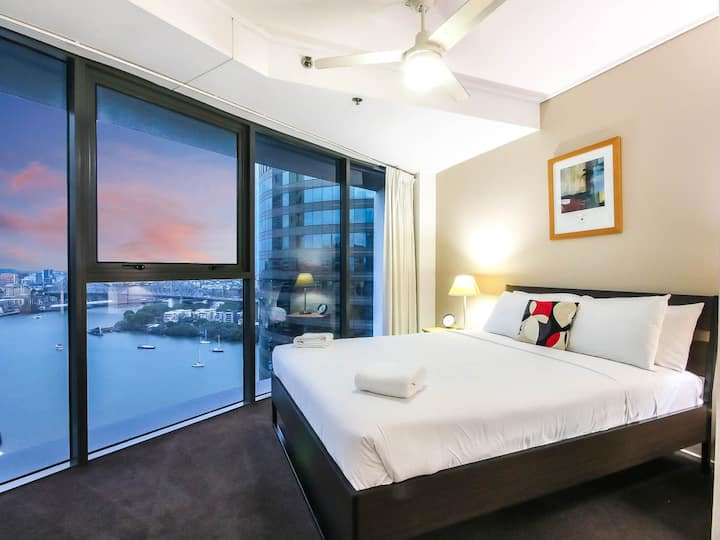 AMAZING CBD 2BD APARTMENT W/ PARKING AND POOL!