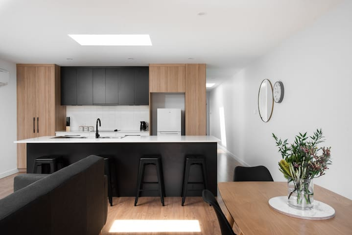 Linden Townhouse North - Free WIFI - $480/week