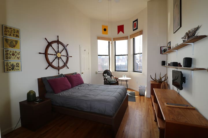 Sunny room in Williamsburg with view of Manhattan