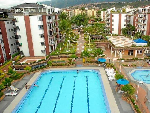 Habitación amplia, con cama doble - Floridablanca - Apartment