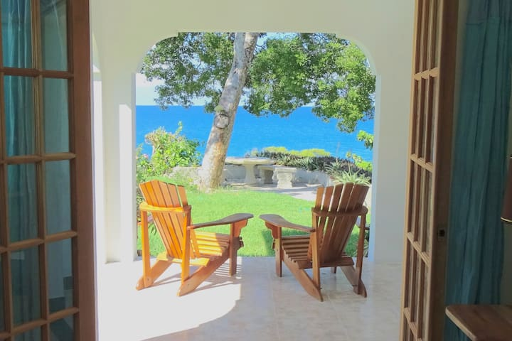 SeaEdge- Private 1 Bedroom Apt - Pool and Beach