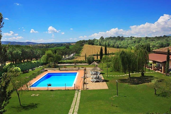 Villa & Charme ID 1702 ideal groups, Cortona area