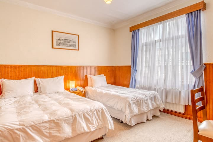 Dreamy hotel room in downtown Punta Arenas w/free breakfast & flatscreen TV