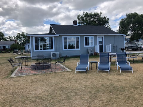 Stay in the heart of Port Austin! Cottage #1