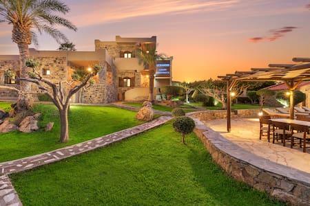 Oceanides luxury apartment next to the pool