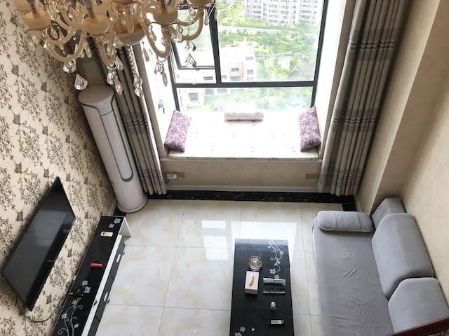 克拉公馆LOFT公寓市中心靠花果山万达步行街苏宁