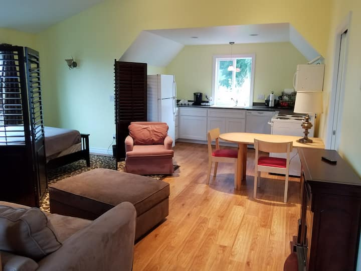 Fully Appointed Private Studio Near Airport