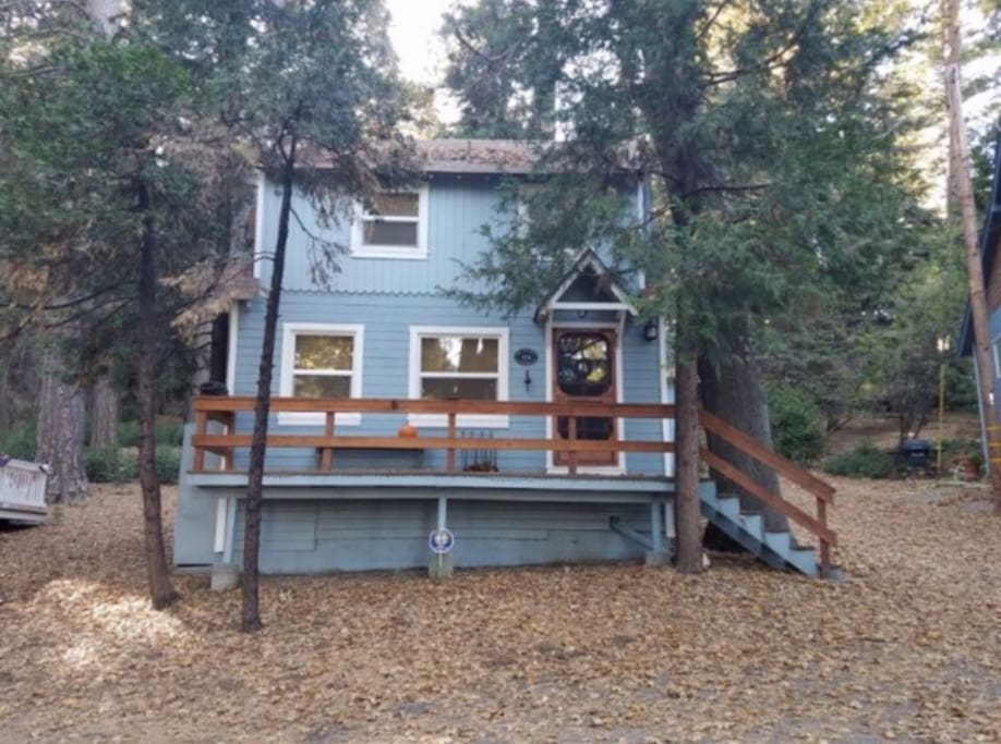Lost moose vintage charmer cabins for rent in lake for Cabins in lake arrowhead ca