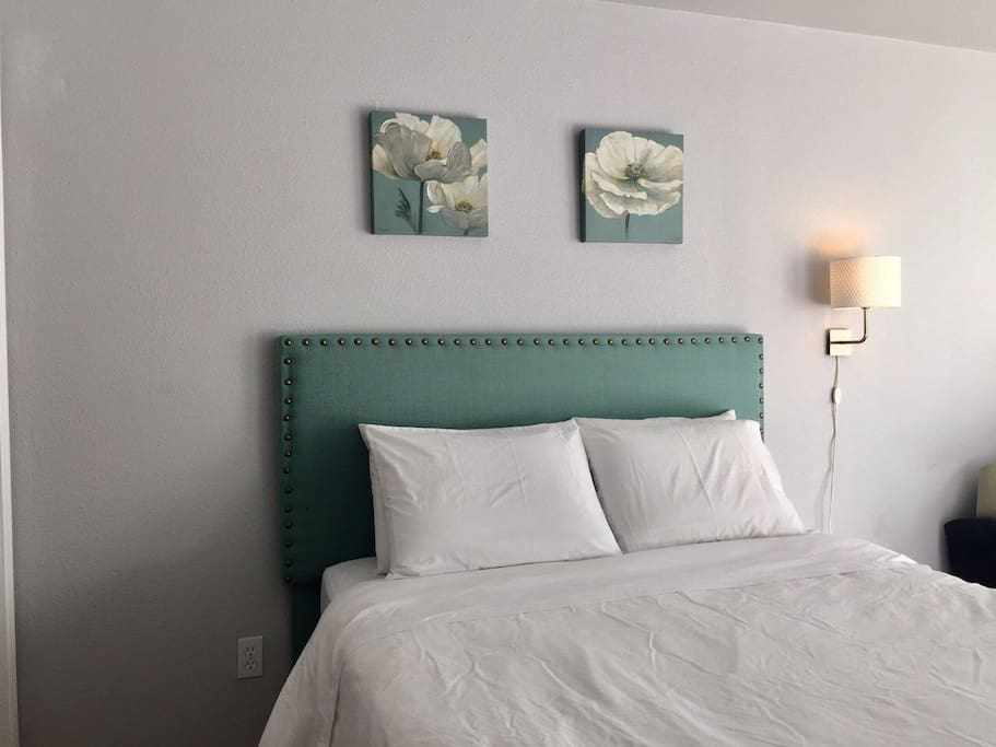 Queen bed view
