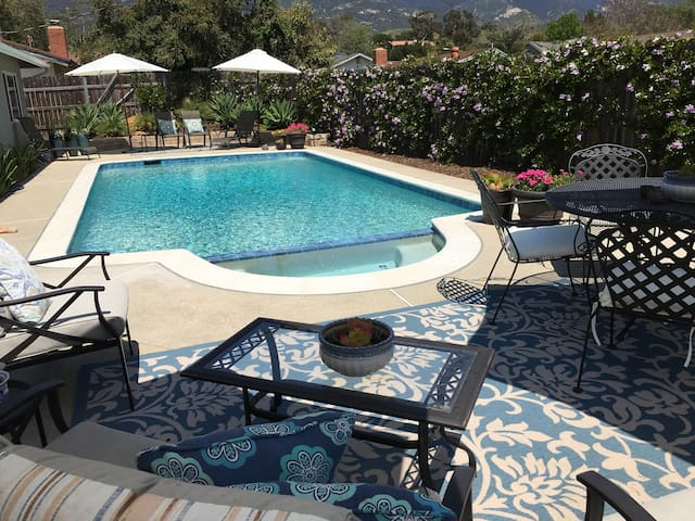 Poolside Retreat: Guest Suite