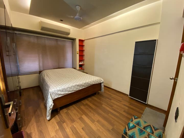 Discounted room in Bandra • Room B •