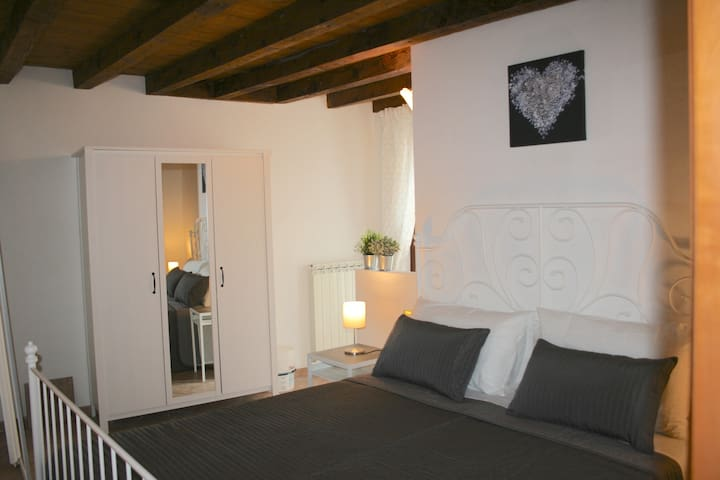 NICE FLAT WITH BALCONY IN THE HEART OF VERONA