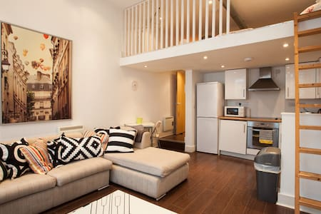 Contemporary Loft - Cardiff