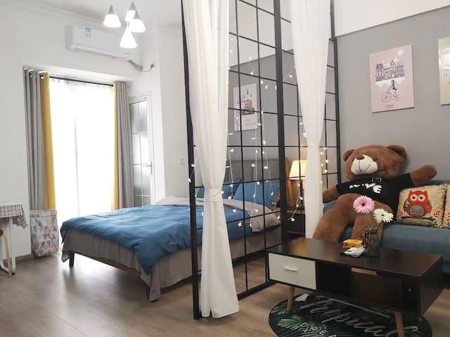 市中心地王•高层超棒夜景•北欧风•灰色空间•大床房•2米大熊