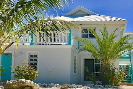 entire home, KING BEDS, WATERFRONT, PRIVATE POOL
