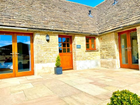 The Cow Shed, luxury Cotswold accommodation.