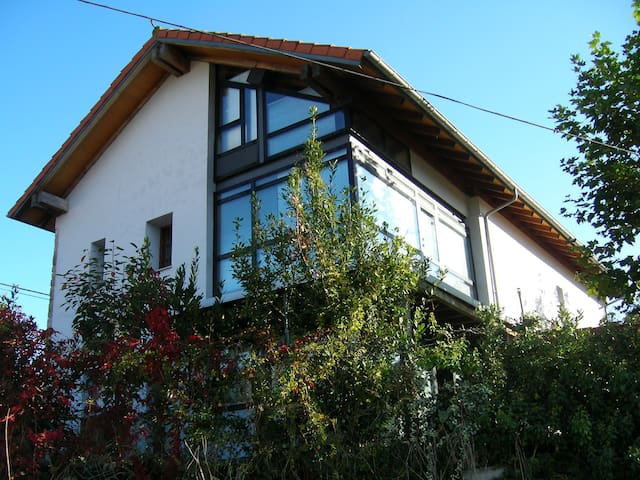 Casa de diseño con jardín a 10 minutos de la playa - Rada