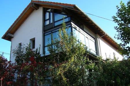 Casa de diseño con jardín a 10 minutos de la playa - Rada - Rumah