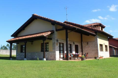 Casa Rural El Gidio, independiente, jardín 8 pers.