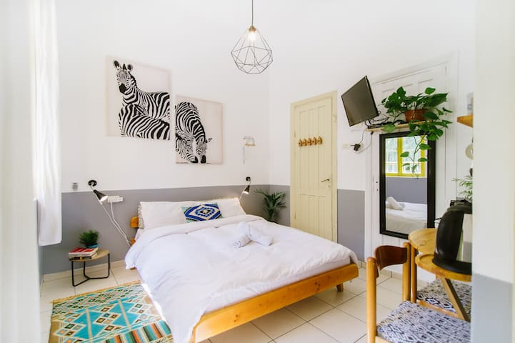 ☆ Sunny, clean and PRIVATE studio NEAR THE BEACH ☆