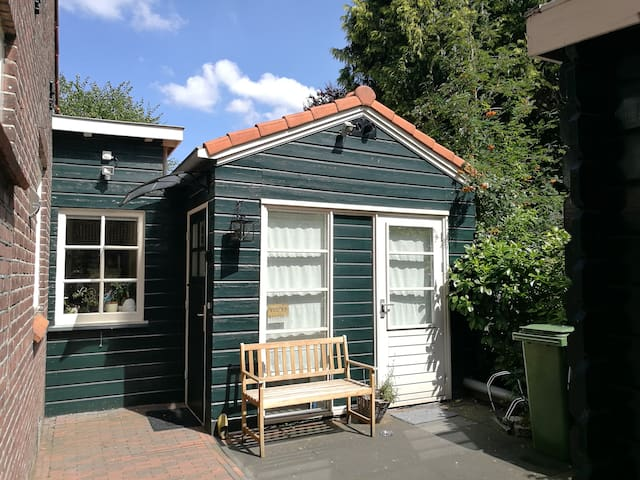 Romantic tiny housestudio near airport & Amsterdam
