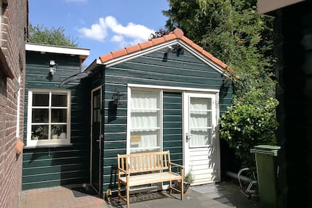 Private Tiny house/studio near airport & Amsterdam