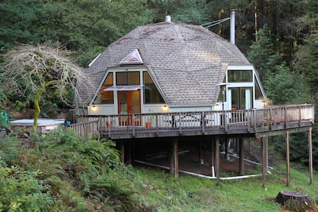 Redwood Dome Retreat in the Forest - Cazadero