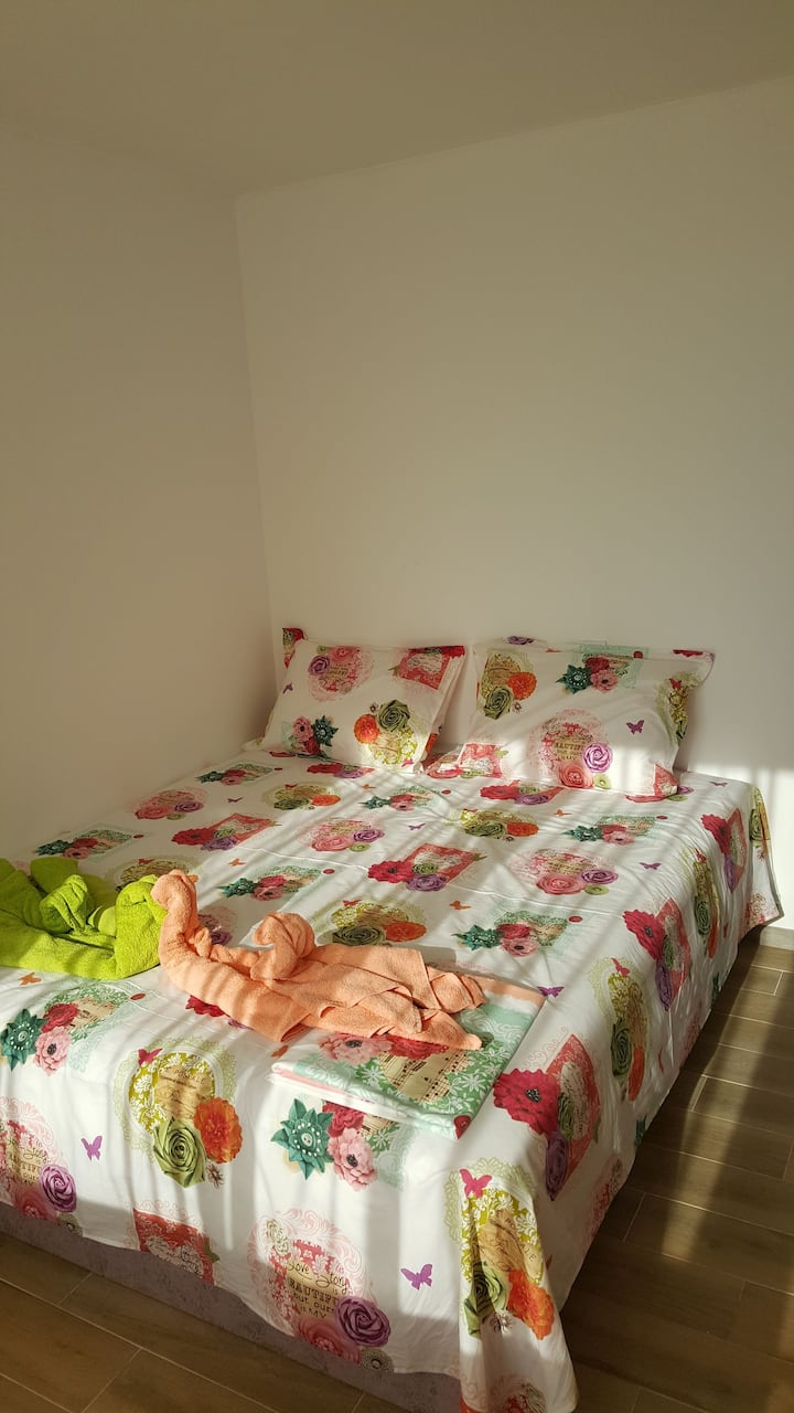 Double Room  № 5, fl.2 in Jacky's House